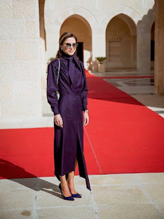 اطلالات محتشمه استوحيها من ازياء الملكه رانيا