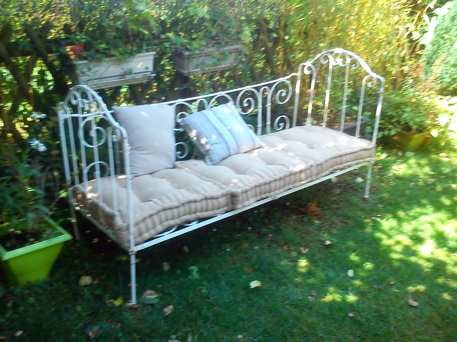 si la rose d co canap en fer forg sieste romantique. Black Bedroom Furniture Sets. Home Design Ideas