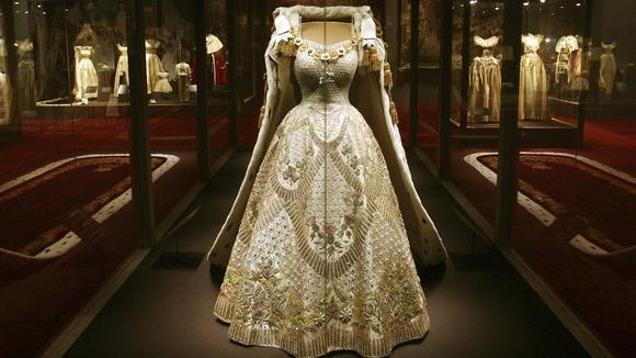 Nick Verreos: ROYAL COUTURE.....Queen Elizabeth II Norman ...