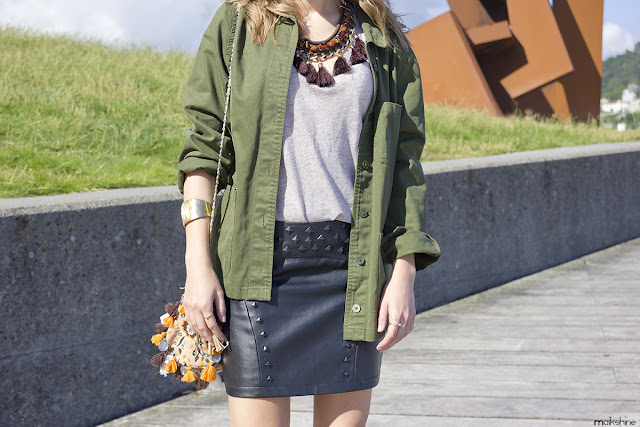 Outfit with a embroidered overshirt