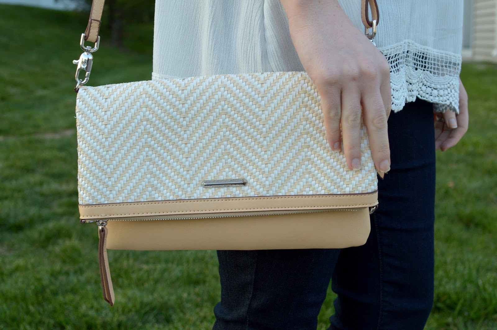 stella and dot waverly crossbody | stella and dot summer collection | neutral crossbody bags