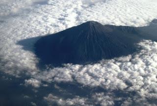 10. Gunung Slamet, Jawa Tengah (3.428m)