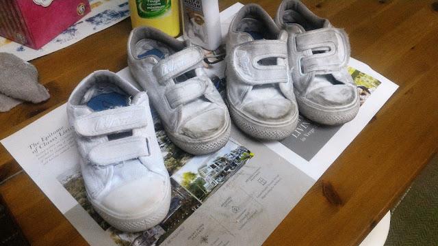 tip kasut sekolah putih