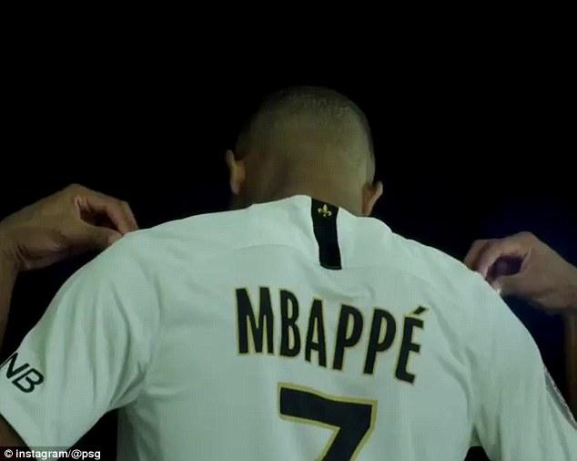 Mbappe ra mắt số áo 7 hoành tráng 1