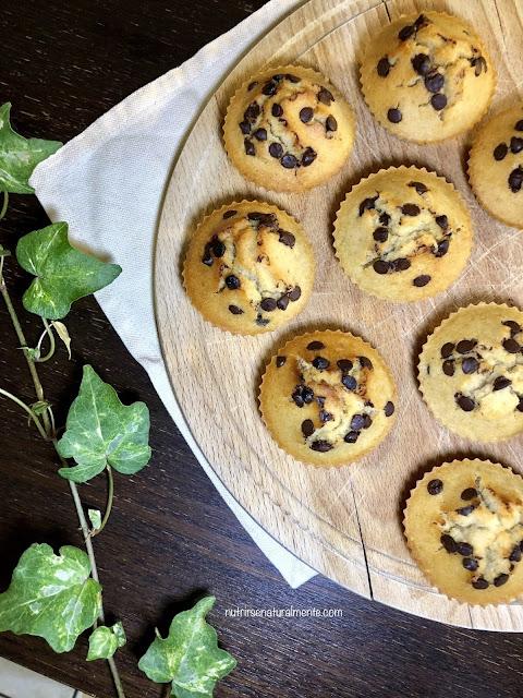 Muffins veganos de coco y chispas de chocolate