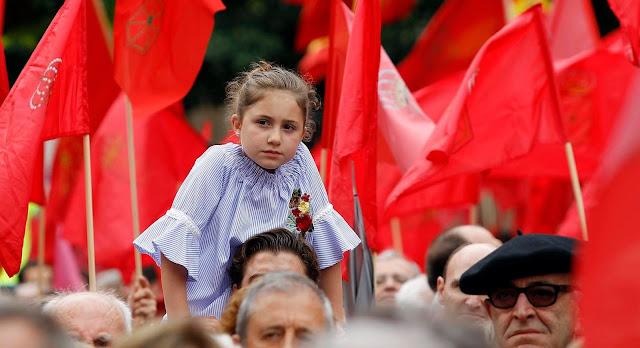 Detente Y Ayuda al Futuro de Navarra