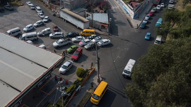 Hasta en las filas, automovilistas apoyan combatir el 'huachicoleo'