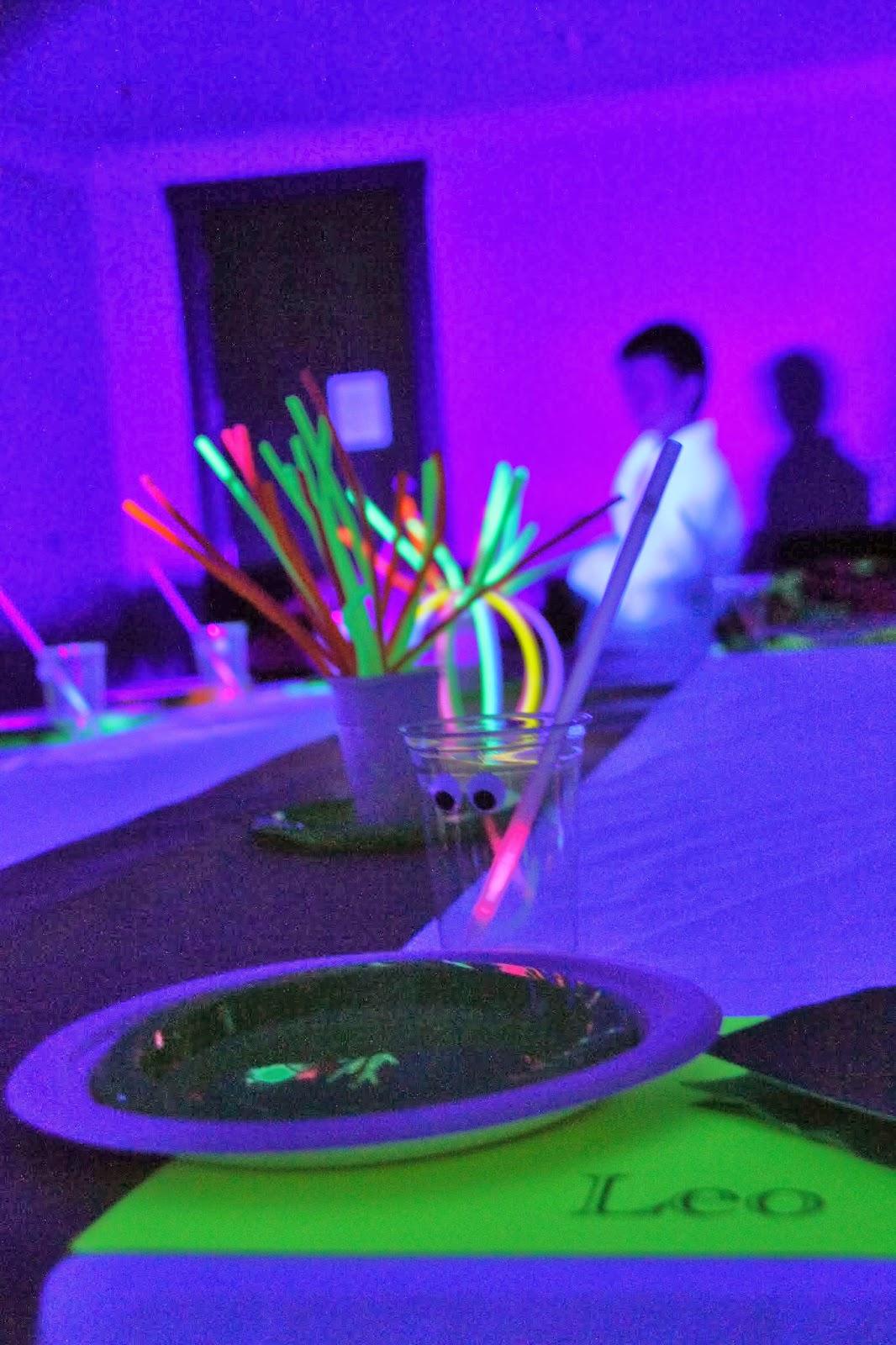 THREElittleBIRDS' : Neon/Glow in the Dark Birthday Party