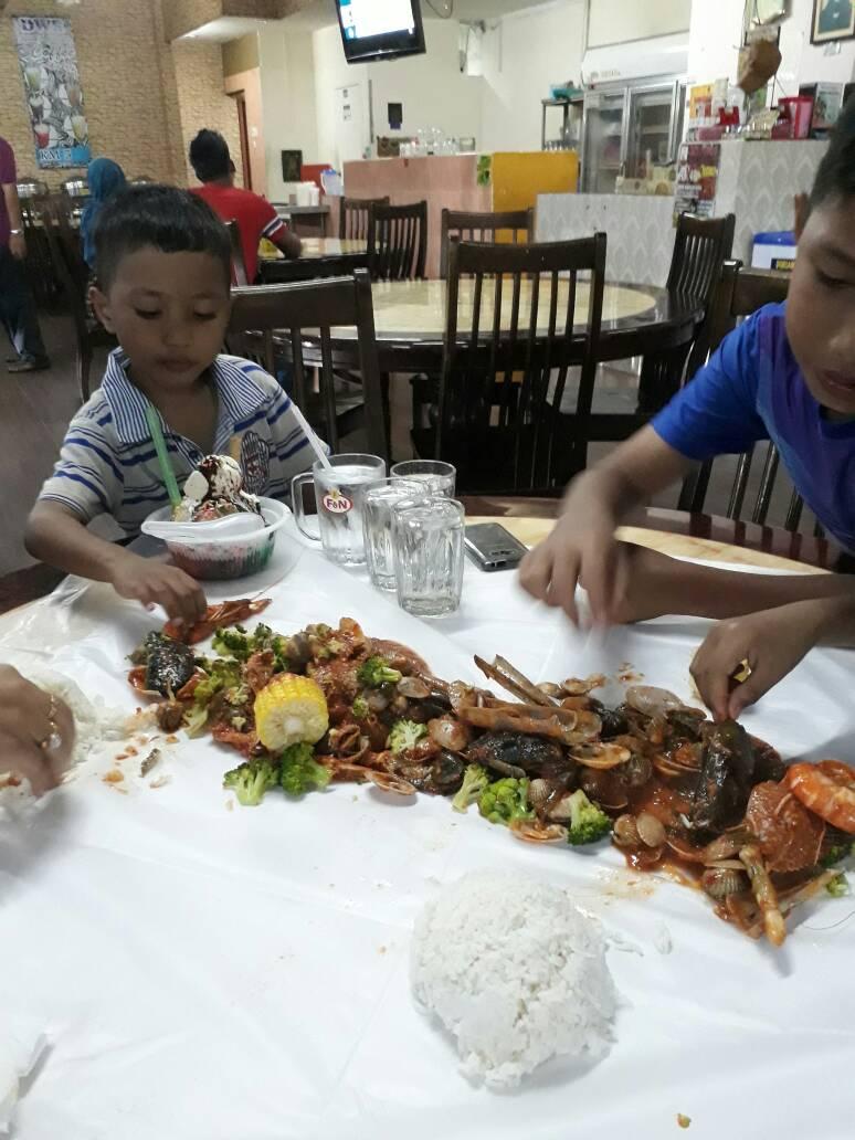 Sabtu Petang Tu Ngah Ajak Makan Shellout Kat Restoran Dapur Warisan Rasa Yen 13 Shah Alam So Lepas Ambik Anak Balik Kelas Tambahan Sekolah Agama
