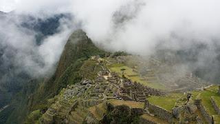 Peru-Machu-Picchu-montanha-e-nevoeiro
