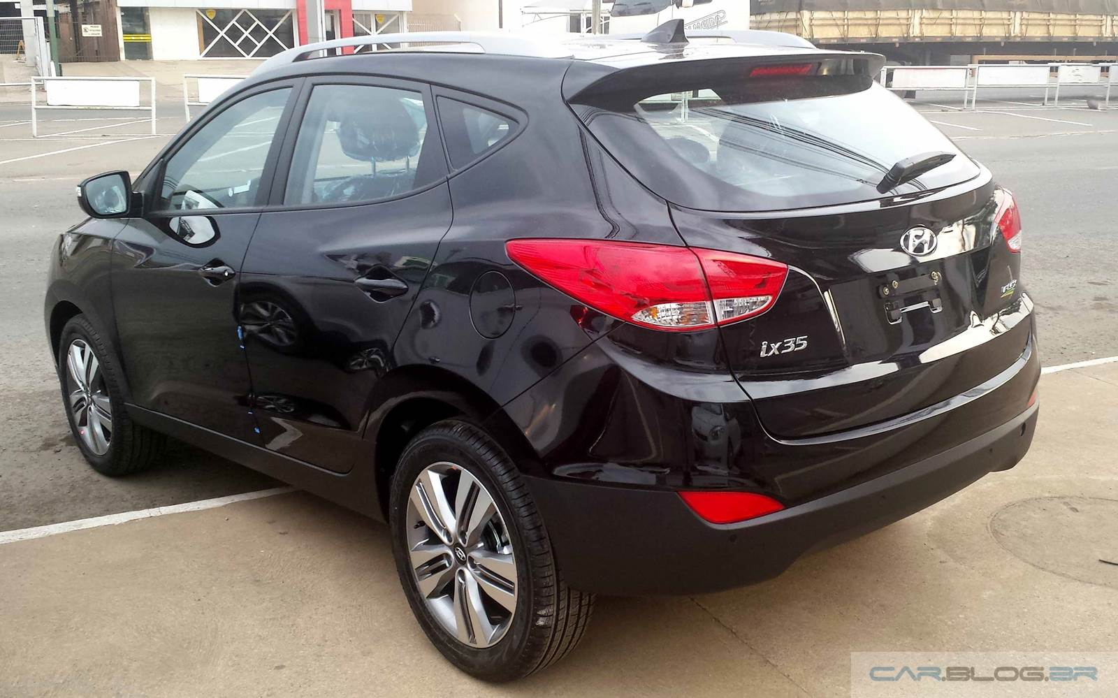 car blog br hyundai ix35 2016 vers o intermedi ria v deo e pre o. Black Bedroom Furniture Sets. Home Design Ideas