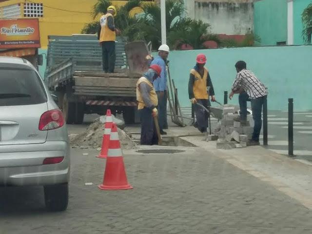Oxente, a obra foi entregue outro dia e já estão fazendo escavações?