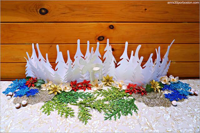 Decoración de Navidad con la Lámpara de Ikea, el Portavelas de Reno Finlandés y las Flores del Michaels