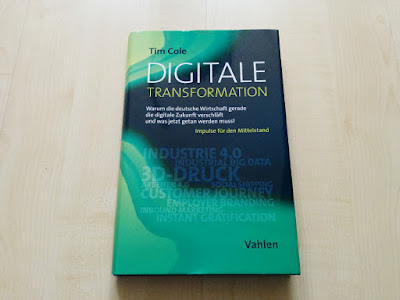 "Das Buch ""Digitale Transformation"" von Tim Cole."