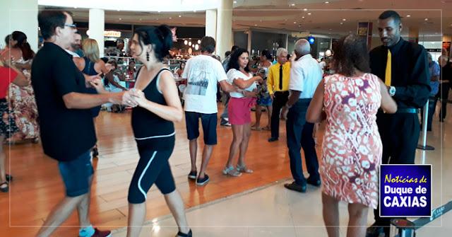 Caxias Shopping promove baile gratuito dia 11 de fevereiro ao som de uma banda ao vivo
