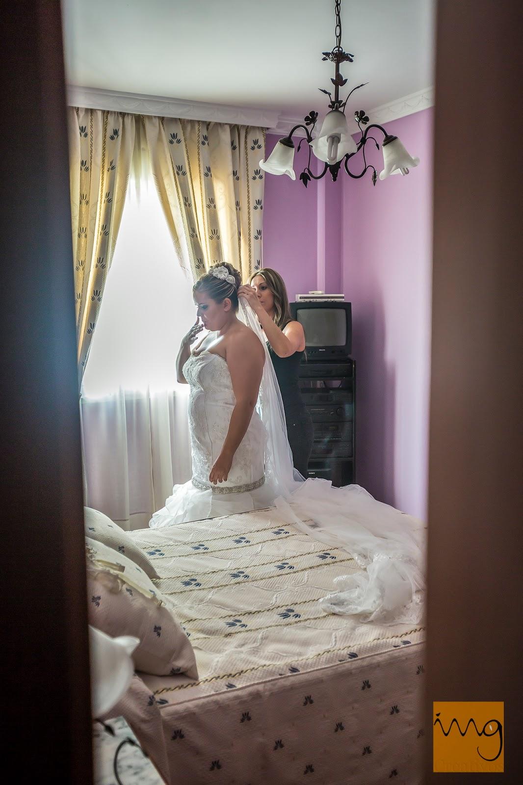 La novia a través de la puerta