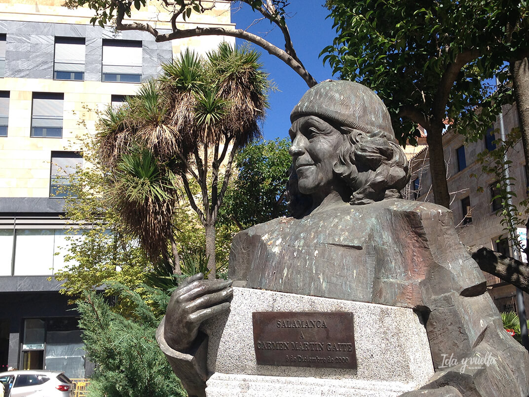 Carmen Martín Gaite en Plaza de los Bandos