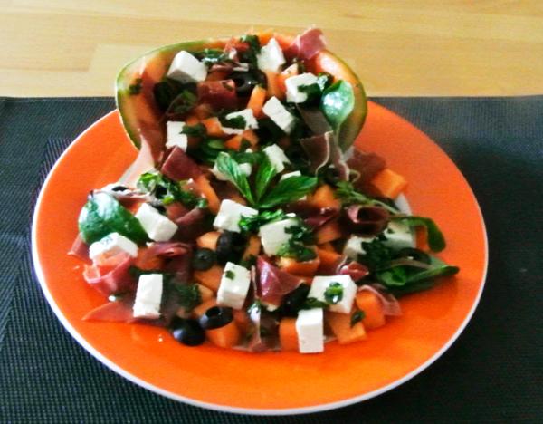 weniger ist mehr salat aus melone schafsk se oliven und serranoschinken. Black Bedroom Furniture Sets. Home Design Ideas
