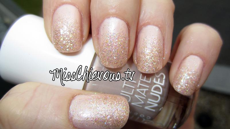 Julia Graf: Nude Sparkle Princess Nails