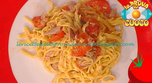 Tagliolini allo zafferano con tonno e pomodorini ricetta Zoppolatti da Prova del Cuoco