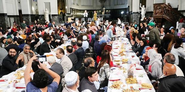 Molenbeek, accueille Musulmans, Chrétiens et Juifs pour rompre le jeûne.