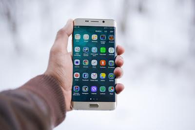 memilih smartphone