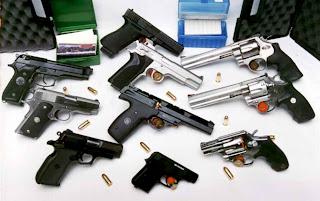 Pistola y Revólveres