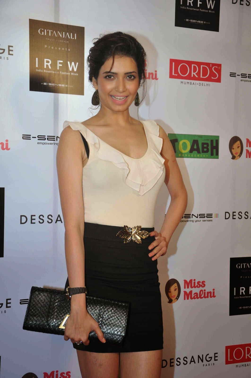 High Quality Bollywood Celebrity Pictures: Karishma Tanna