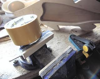 Как сделать деревянные накладки на губки тисков