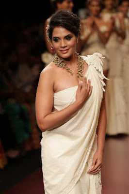 After staying off food Richa Chadha, was prodded by family and friends, to seek expert help   Richa Chadha, who has spent nearly a decade in Bollywood, has spoken about how the industry peer pressure drove her into an eating disorder.   When she was starting out, a male colleague commented that she was too skinny.