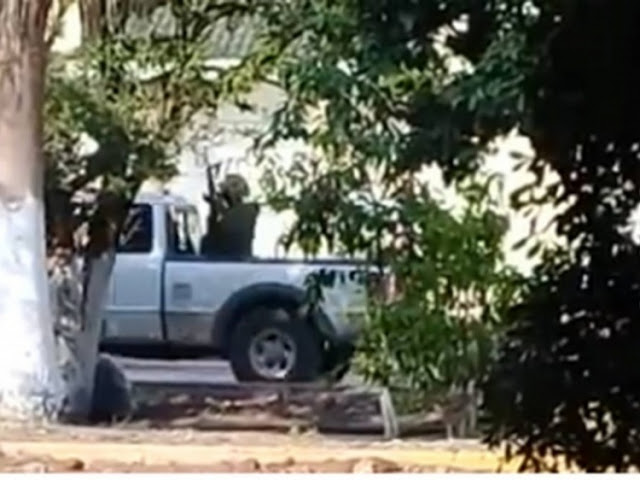 """VIDEO; Vuelven los Templarios reportan fuerte balaceras entre sicarios de """"Los Viagras"""" y Caballeros en Parácuaro, Michoacán"""
