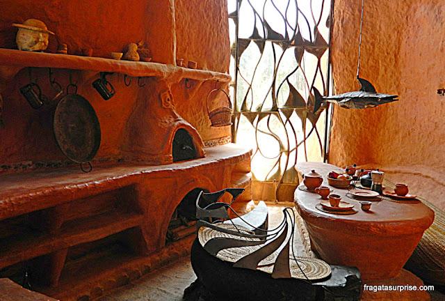 Sala de refeições da Casa Terracota, em Villa de Leyva, Colômbia