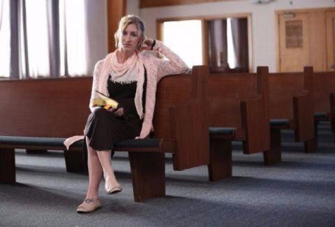 Συγκλονιστική ιστορία: Η μητέρα που παράτησε την πορνεία για να γίνει πάστορας! (photos)