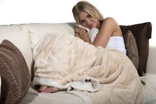 девушка одеяло