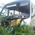 Micro-ônibus colidiu em poste na Bernardo Vieira e deixa feridos nesta manhã