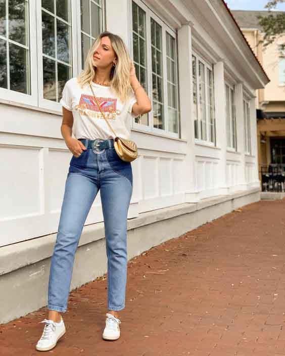 Calça mom jeans, t-shirt e tênis branco