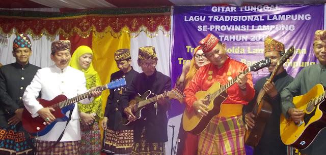 Pembukaan gelaran festival Gitar Tunggal Lagu tradisional Lampung se provinsi Lampung 2016 oleh bapak Walikota bandar lampung dan Kapolda lampung