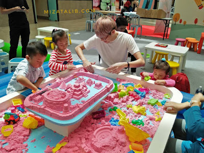 Mr. Bean & Mad Saintis Workshop Mewarna. Kinetic Sand, Ukelele bersama Teacher Jason , Kids Dance With Teacher Kitty, Kids Fair di Damansara City Mall