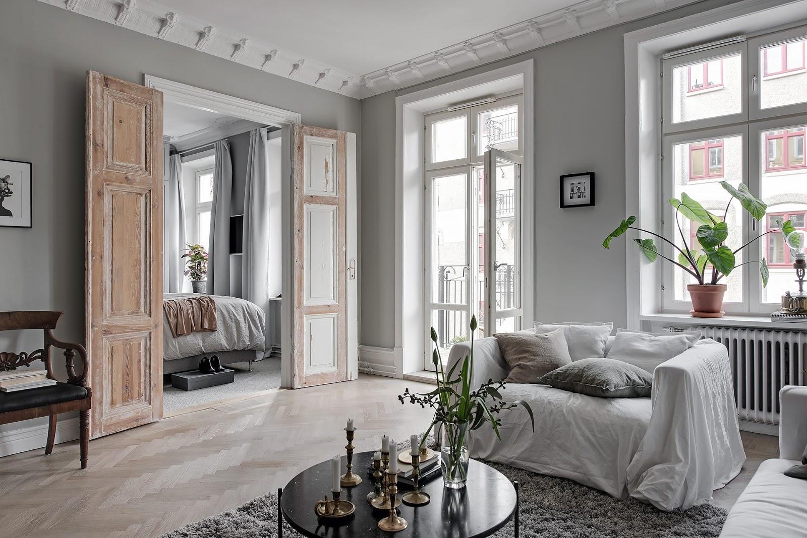 O frumoasă combinație între gri, alb și lemn într-un apartament de 67 m²