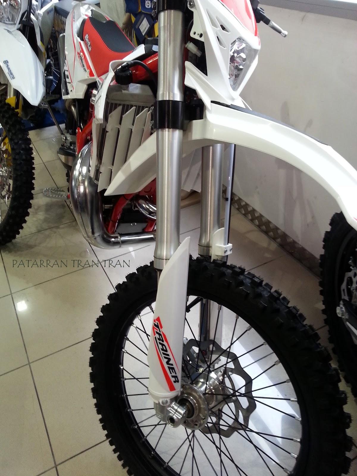 Beta X-Trainer y Beta RR 300. Dos motos de enduro. Dos conceptos.