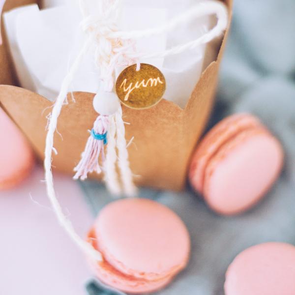 Selbstgemachte Macarons hübsch verpacken. titatoni.de