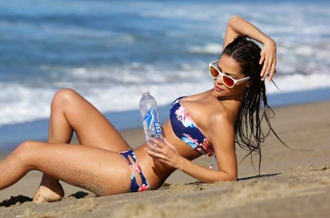 Renata Moesia – 138 Water Photoshoot