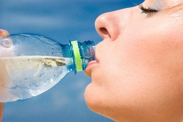 Beba água para Ter uma Pele Linda :