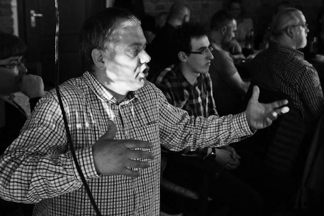 """Spotkanie z fotografią odklejoną w Tarnowskich Górach. Prezentacja twórczości Olka Orszulika z Klubu Fotograficznego """"Źródło""""."""