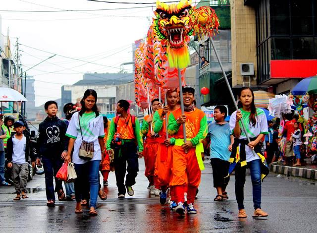 Menghadiri Sebuah Festival dan Parade Untuk Hunting Foto