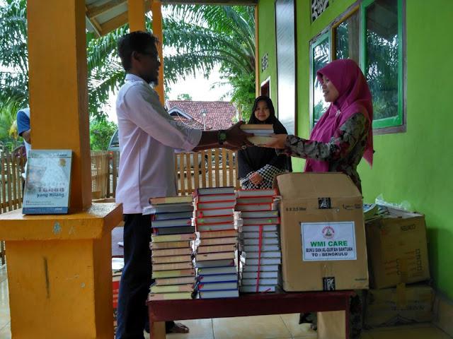 Wahana Muda Indonesia Tebar Ribuan Buku ke Pedalaman