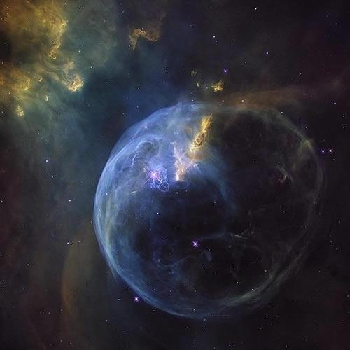 La Nebulosa de la Burbuja, también conocida como NGC 7653.
