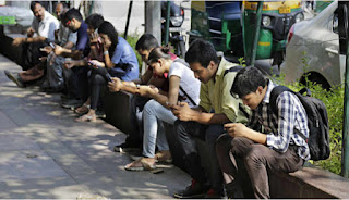mobile-holder-people-in-india