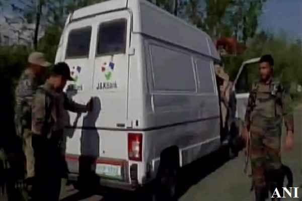 कश्मीर में आतंकियों ने फिर कर दिया बड़ा काण्ड, कैश वैन पर हमला करके 7 लोगों को मार डाला