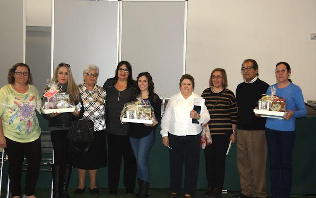 Ediles del ayuntamiento de illescas junto al cuadro ganador del concurso reposteria. IMAGEN ILLESCAS COMUNICACION
